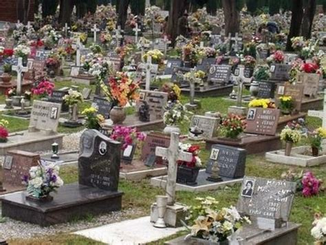 cimitero prima porta bare in giacenza scandalo al cimitero di prima porta