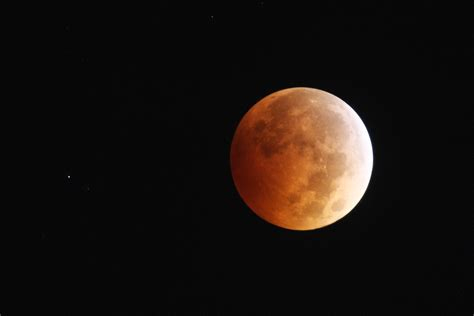 Solar Moon blood moon rising timelapse of the lunar eclipse
