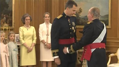 Banks Receives Royal From King by Spain S New King Felipe Vi Receives The Royal Sash