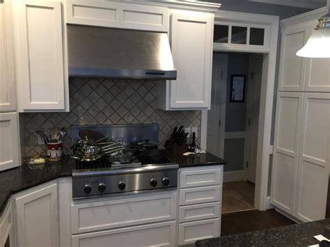 Pinstripe Glaze Kitchen Cabinets Swiss Coffee Cabinets Sand Dune Pinstripe Glaze 2 Cabinet