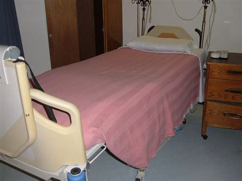 bed file file hill rom hospital bed jpg wikimedia commons