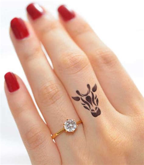 tattoo giraffe finger 30 elegant finger tattoos for women tattooblend
