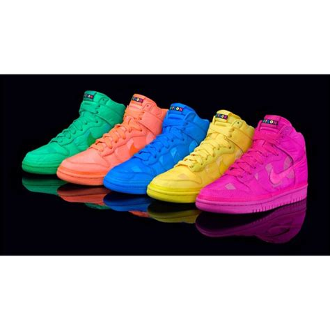 neon shoes put neon and sneakers together ahhhh yeahhh c l o s