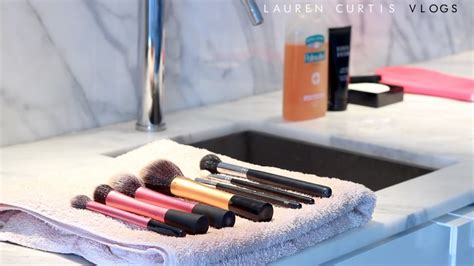 how to do cleaning how to clean your makeup brushes