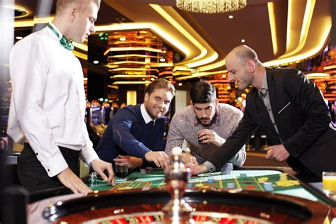 follow  millions   las vegas casinos celebrate christmas   las vegas casino