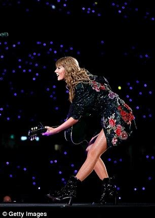taylor swift concert goers taylor swift she struts her stuff on stage in a saucy