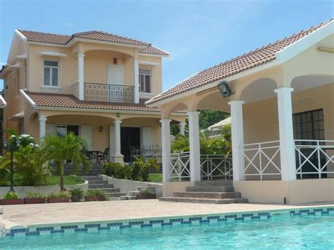 Modele Maison Moderne 3016 by Luxury 3 Bedroom Villa With Swimming Pool Tv Dvd