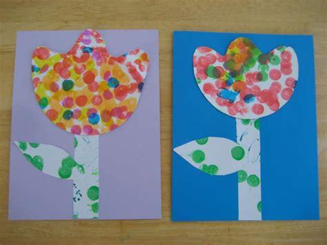 fiori con materiale di riciclo lavoretti per la primavera con materiale di riciclo foto