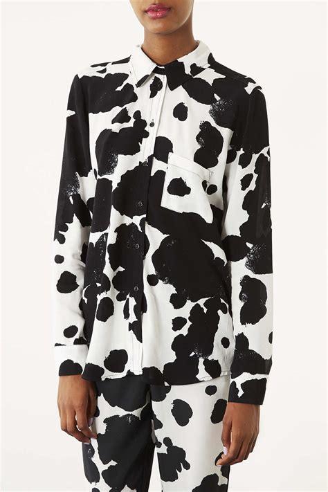 Kaos Tshirt Cooper Sleeve lyst topshop cow print shirt in white