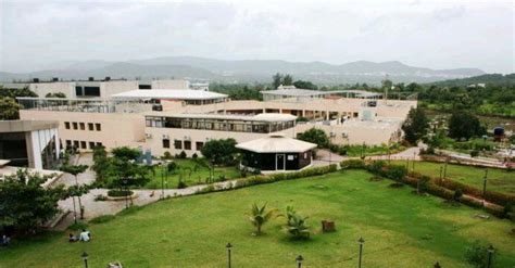Isb Mba Fee Structure by Fees Structure And Courses Of International School Of