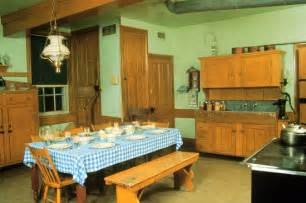 Chicken Coop For Small Backyard - best 25 amish house ideas on pinterest amish farm and house amish barns and amish garages