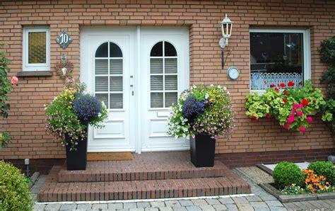 hohe pflanzkã bel fã r portalvasen pflanzk 252 bel im eingangsbereich
