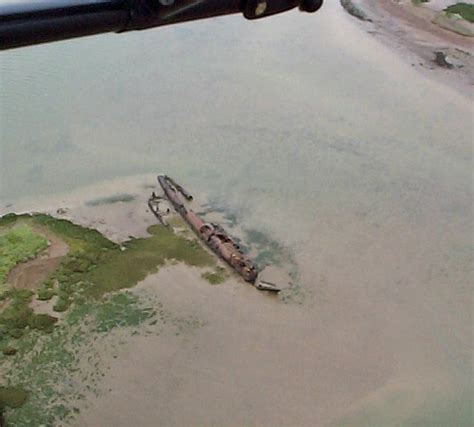 boat wreck   mud  richard dorrell geograph