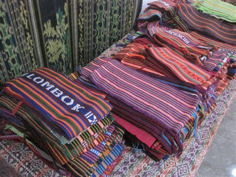 O Kain Tenun berburu kain tenun di pusat kerajinantenun tradisional