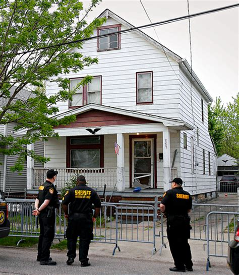 ariel castro house kidnapped a block from home eleven years ariel castro s captive how michelle knight survived