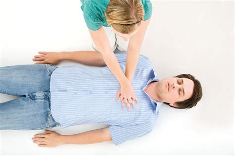 how to do cpr on a how to do cpr reader s digest