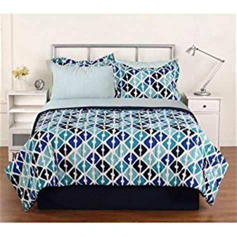 amazon bed sheets queen amazon com keeco quatrefoils complete bed in a bag