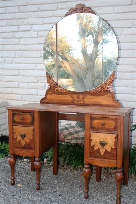 Vintage Style Vanity Table Get The Warmness From Vintage Vanity Table Home Furniture And Decor