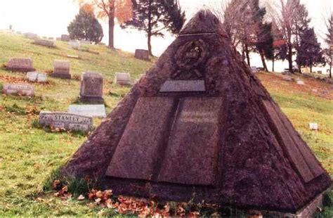 charles illuminati grave of jehovah s witnesses founder charles taze