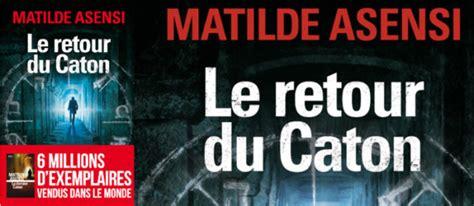 libro le retour du caton le retour du caton de matilde asensi un roman puissant