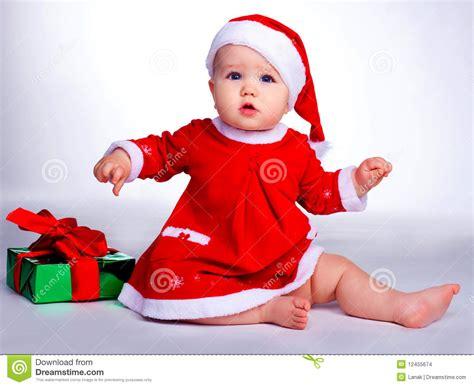 imagenes de santa claus bebe beb 233 vestido como santa imagenes de archivo imagen 12455674