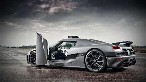 koenigsegg one 1 doors quiz which way does the door open shifting lanes