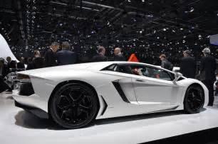 White And Lamborghini Luxury Lamborghini Cars Lamborghini Aventador Black And White