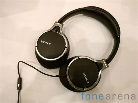 Headset Sony Dnc sony mdr 10rnc noise cancellation headphones on