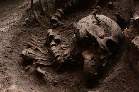 8 Weirdest Burial Rituals by Skull Casket Holding Human Bones Reveals Burial