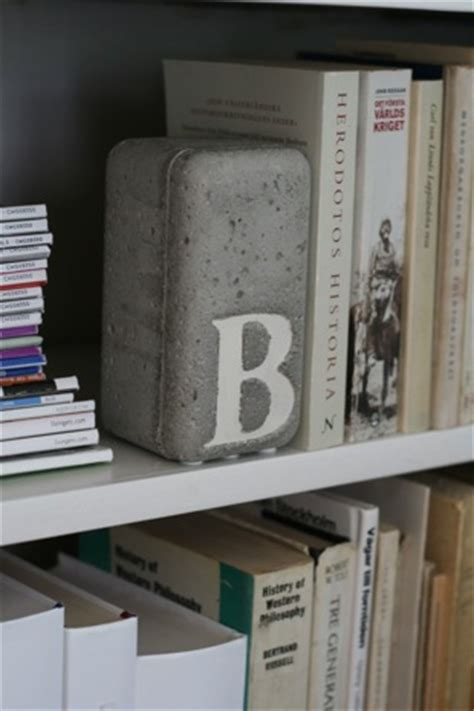 easy diy bookends      day snappy pixels