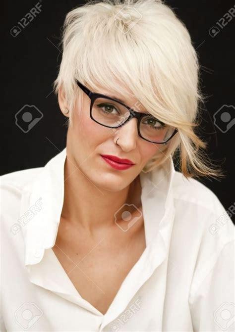 kurzhaaschnitte fuer menschen mit brille kurzhaarfrisuren