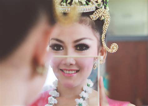tutorial makeup agar terlihat natural makup natural agar terlihat cantik dalam foto pernikahan