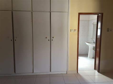 Closets Bahrain by Lovely 3 Br Villa For Rent In Saar Villas For Rent In