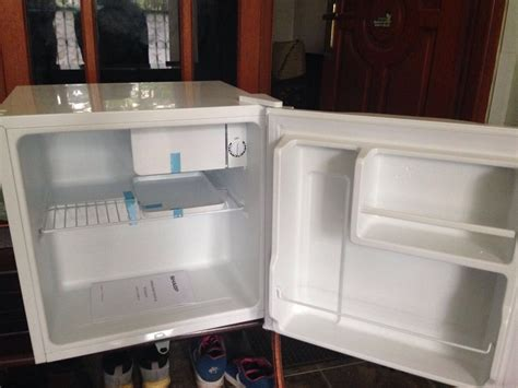 Kulkas Sharp Warna Putih jual sharp kulkas mini bar sj 60mb uw putih baru