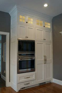 foot ceilings  cabinets crown moulding