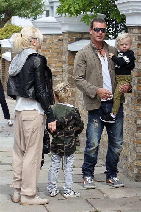 gwen stefani s house gwen stefani in gwen stefani s kids have a playdate at