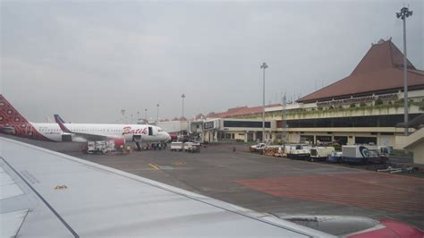 review of batik air flight from jakarta to singapore in review of batik air flight from surabaya to jakarta in economy