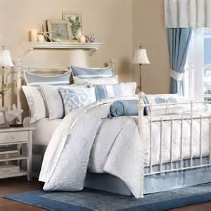 Inspirational beach themed bedroom design in fresh blue color scheme