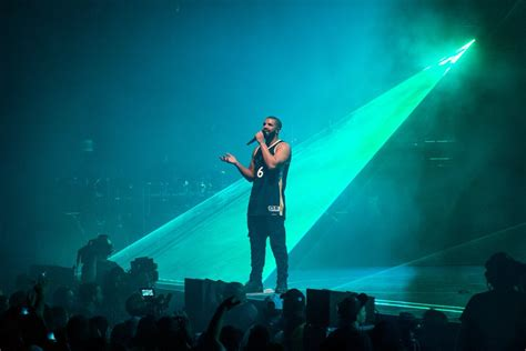 drake swinging review drake at ovo fest comes out swinging at meek