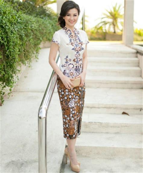 Kebaya Batik Panjang 1 12 model rok batik panjang untuk kebaya modern elegantria