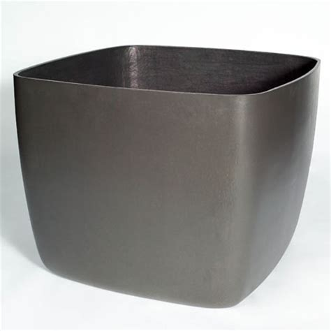 Osaka Large Square Garden Planter/Plant Pot with Rounded Corners: NOVA68.com