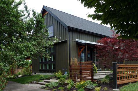 Farmhouse Style House Plan   3 Beds 3 Baths 2291 Sq/Ft