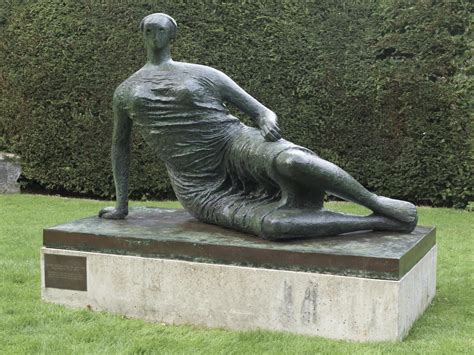 henry moore reclining woman draped reclining woman henry moore om ch tate
