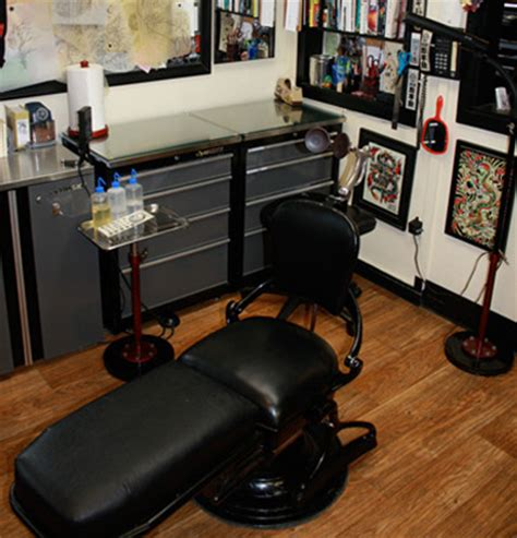 tattoo artist chair piercing jewelry 454 and