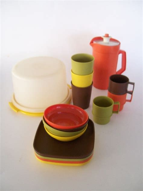 Tupperware Set tupperware cups no vintage fisher price