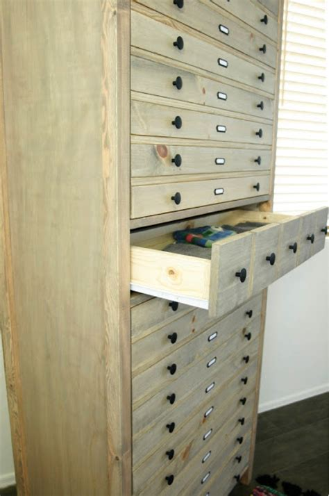 Diy Linen Closet by Diy Linen Cabinet By Pneumatic Addict Diy Done Right