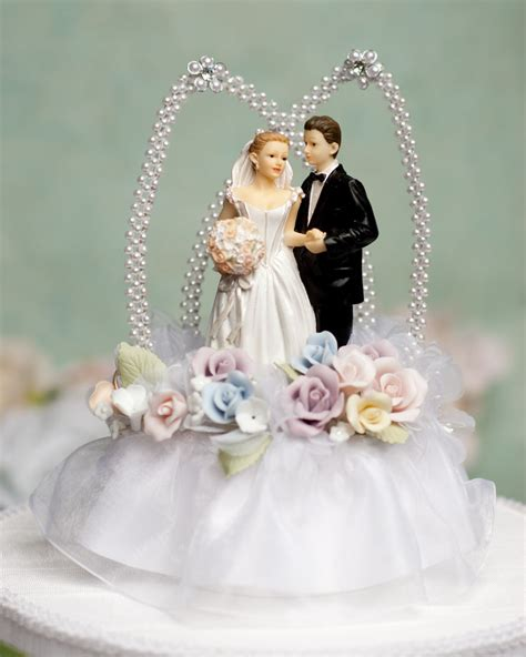 10 unique wedding cake toppers
