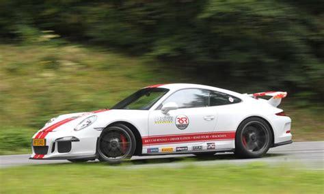 Nissan Gtr Vs Porsche by Nissan Gt R Vs Porsche 911 Gt3 Burnout