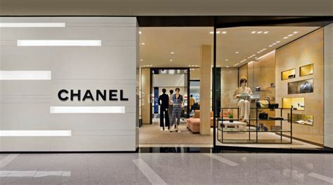 chanel boutique opens  yorkdale shopping centre