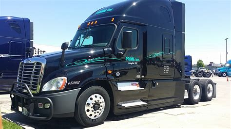 2014 Freightliner Cascadia Evolution Interior Little Guys 2015 Freightliner Cascadia Truck Tour Youtube